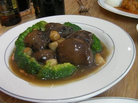 dish containing broccoli, mushrooms and garlic