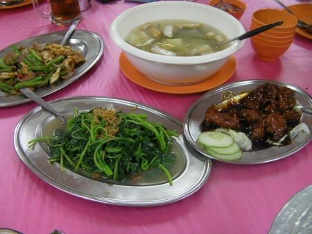 four Cantonese dishes, soup, spinach, chicken, green beans