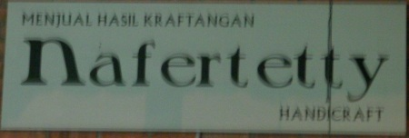 Nafertetty store sign
