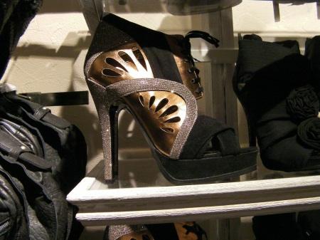 platform high heel shoe
