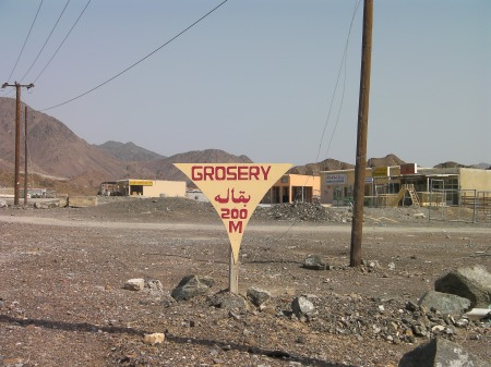 sign with grocery spelled grosery