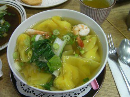 bowl of won ton soup
