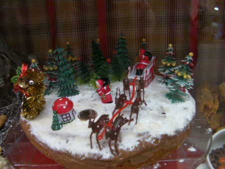 cake decorated with Santa's sleigh and reindeer