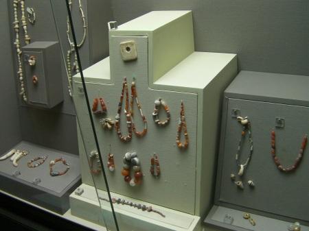 showcase displaying carnelian jewellery