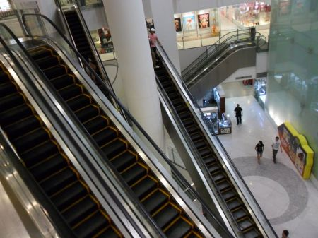 escalators going multiple directions