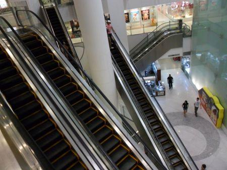 escalators going multiple directions