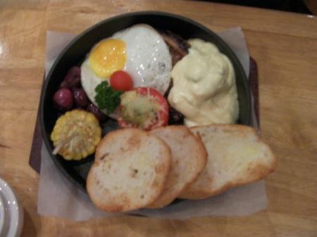 steak, egg, toast, corn, onion, tomato breakfast