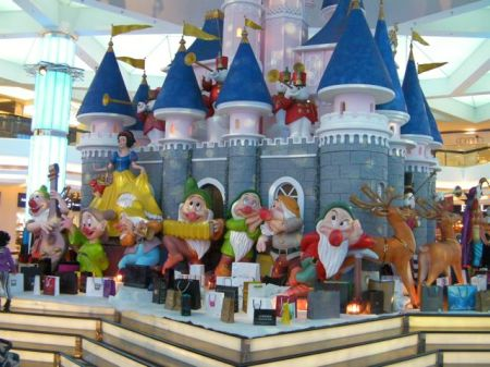 Snow White and Seven Dwarves in front of a fantasy castle