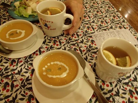 bowls of pumpkin soup and mugs of apple juice