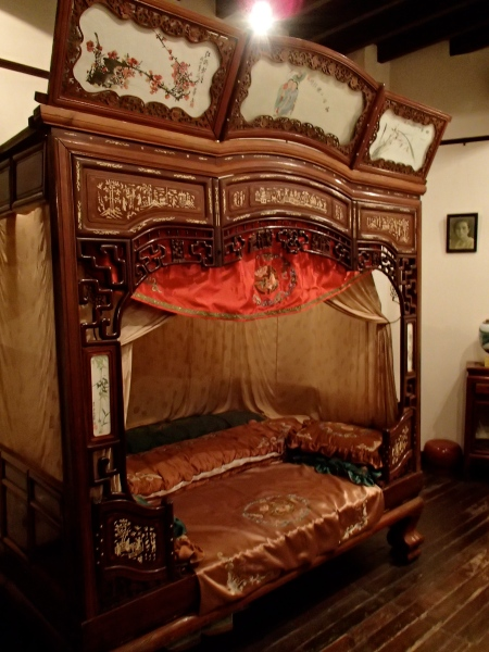 canopied bed